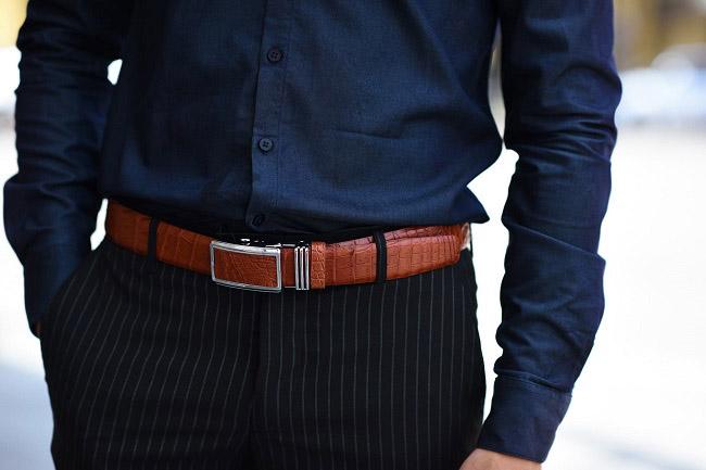 Chú ý màu sắc thắt lưng phù hợp với trang phục, bối cảnh